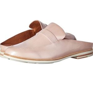 NWT Gentle souls by Kenneth Cole mule, size 6.